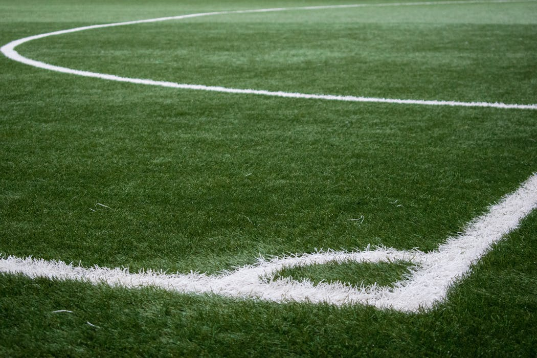 Hörn utan hörnflagga på fotbollsplan